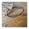 Bracelet sur cordon croix latine en or blanc