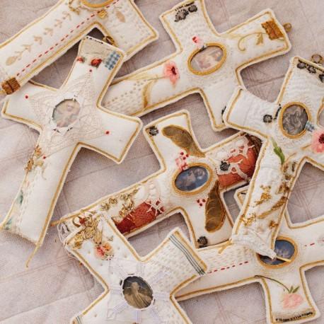 Croix cousue et brodée main