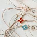 Bracelet croix emaillée rose clair